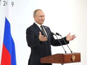 Мужчину с ценной картиной и серебряной посудой задержали в Домодедово