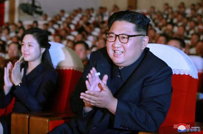 """СМИ: Ким Чен Ын посмотрел концерт с чиновником, """"репрессированным"""" за срыв саммита с США"""