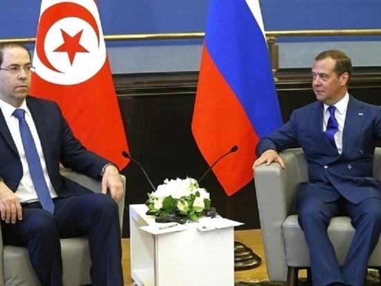 """Медведев предложил ввести четырехдневную рабочую неделю: """"Люди сгорают на работе"""""""