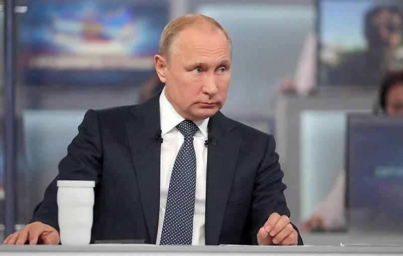 """Более 610 тыс. вопросов уже поступило на """"Прямую линию с Владимиром Путиным"""""""