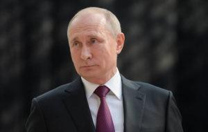 Путин рассказал Оливеру Стоуну освоих крестниках. Тот попросил его стать крестным отцом его дочери