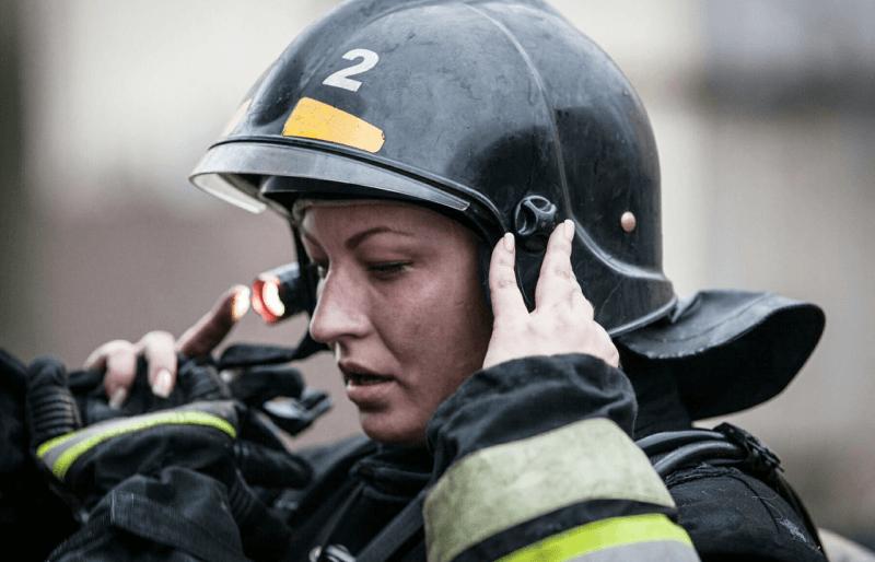 «Список запрещенных профессий морально устарел»: история уволенной пожарной Анны Шпеновой