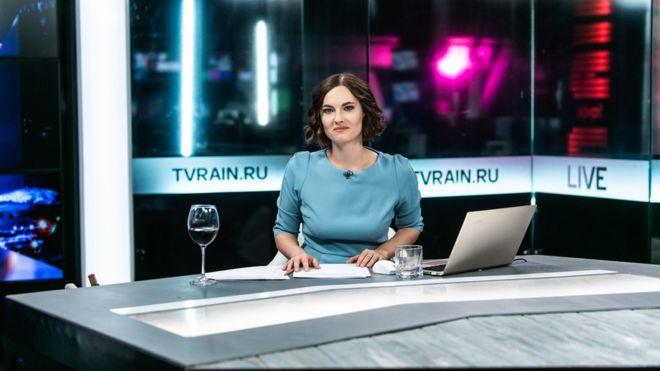 Ведущая «Дождя» вышла вэфир сбутылкой грузинского вина. Что еще делали ведущие вэфирах?