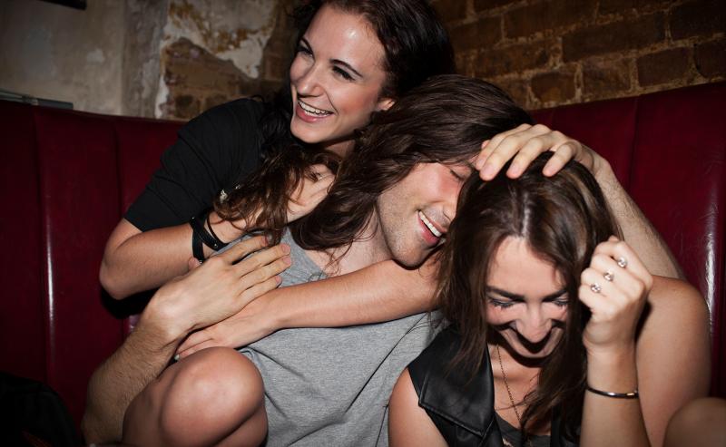 «Лучше, чем кинки!»: как устроены вечеринки, накоторых можно только обниматься