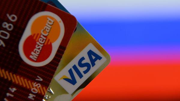 Российские банки стали в 2,5 раза чаще выдавать кредитные карты 18-летним