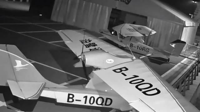 Видео: школьник угнал два самолета
