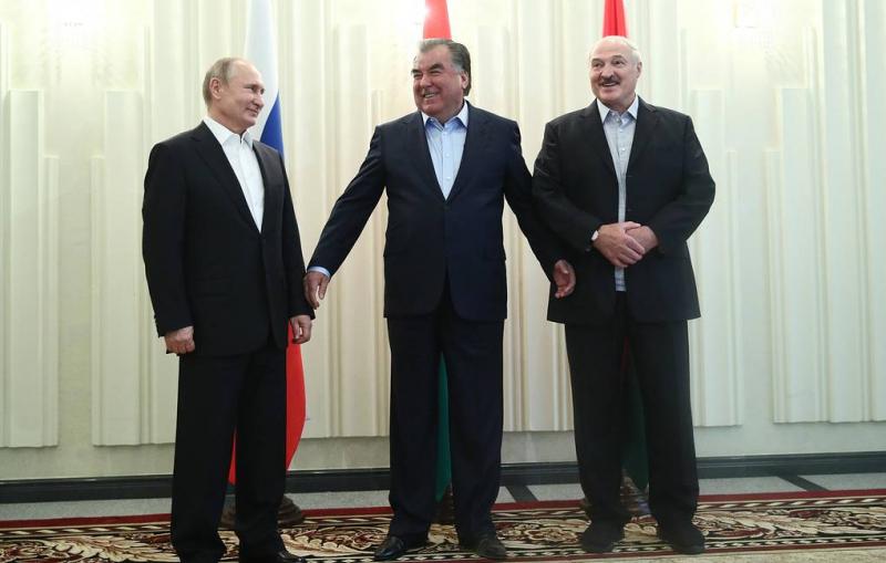 Путин, Лукашенко и Рахмон провели неформальную встречу в Минске