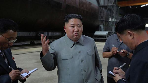 Ким Чен Ын осмотрел новую подводную лодку