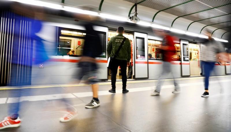 ВВене начали ароматизировать метро. Теперь ввагонах пахнет цветами, цитрусовыми икедром