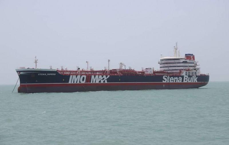 Дипломаты РФ продолжают добиваться связи с россиянами с задержанного Ираном танкера