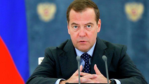 Медведев: неправильно сворачивать диалог между партиями России и Украины