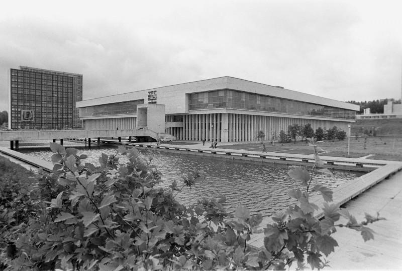 Посмотрите наздание библиотеки ИНИОН, которое мыпотеряли