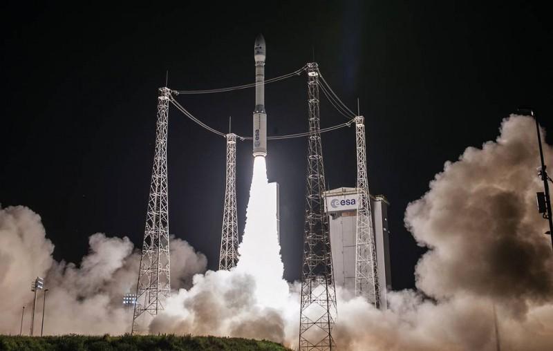 Запуск ракеты-носителя Vega с военным спутником ОАЭ завершился неудачей
