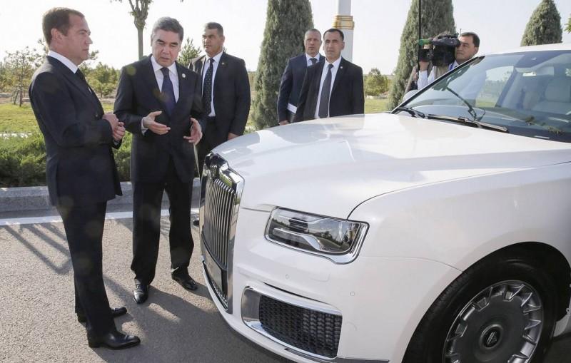 Президент Туркмении намерен приобрести всю линейку автомобилей Aurus