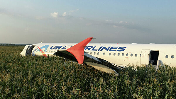 Пилоты, посадившие А321 в поле, отрабатывали подобные ситуации на тренажере