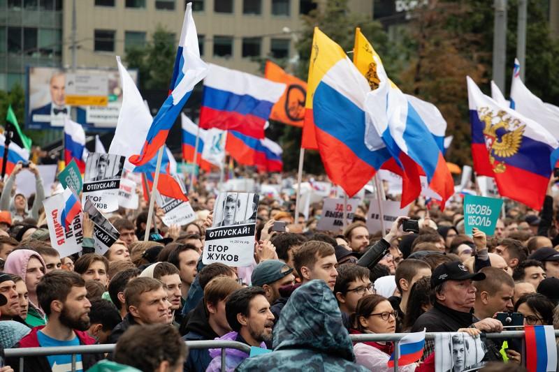 «ОМОН— главный хипстер Москвы»: что происходило насцене митинга изаеепределами