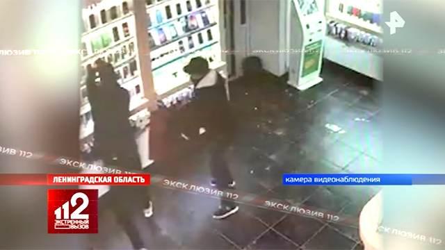 Камера сняла ограбление салона сотовой связи под Петербургом