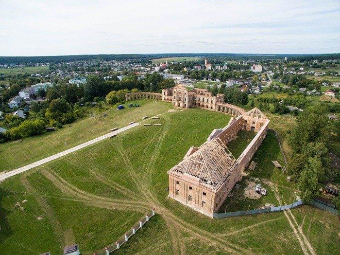 Над «одними извеличайших руин Европы» начали сооружать крышу