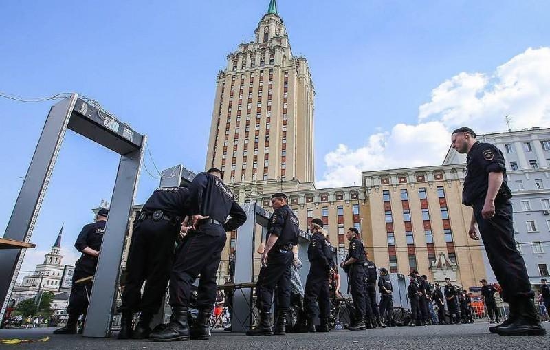 В СК объяснили участие молодежи в акциях протеста желанием получить лайки в соцсетях