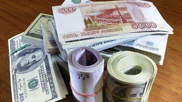 Эксперт рассказал о самом негативном сценарии для рубля