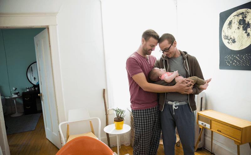 Могутли ЛГБТ-семьи защитить своих детей отизъятия? Отвечают родители июристы