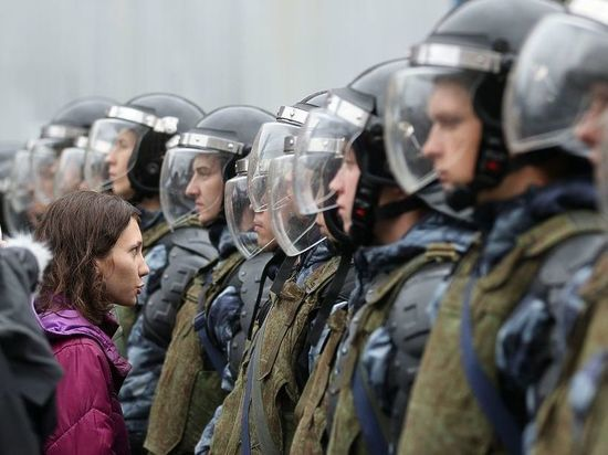 Митинг безнадежности на Сахарова: Оля крохотная, дрон сбили, Дудь промолчал