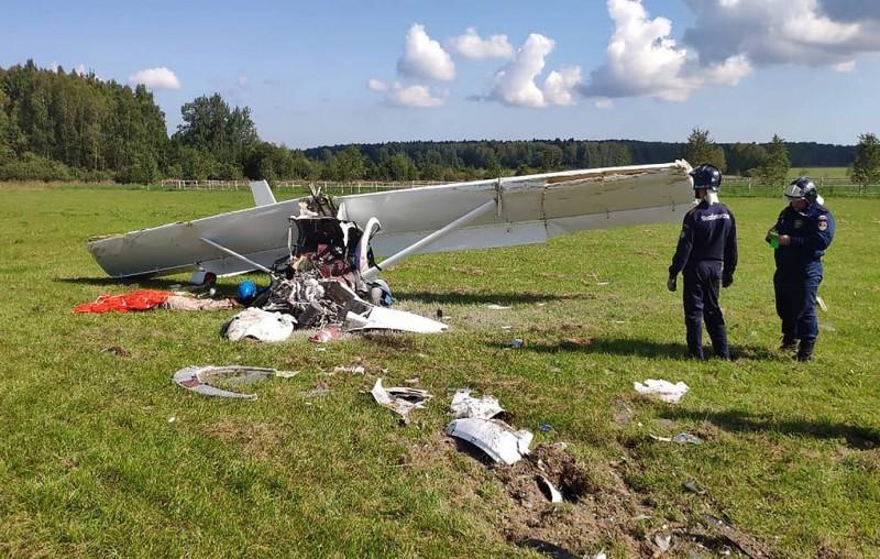 Легкомоторный самолет совершил жесткую посадку в Подмосковье