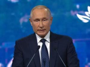 Путин и Макрон готовы к координации в возвращении граждан России и Франции на родину
