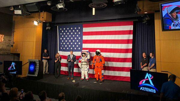 Космонавт Крикалев похвалил уровень разработки лунного скафандра НАСА