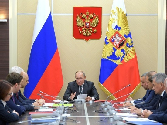 У Путина на совещании возникла интрига с ротацией губернаторов