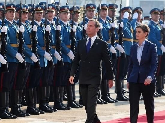 Медведев оценил мощь сербской армии: как встретили «его превосходительство»