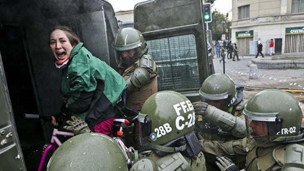 В столичном регионе Чили объявили комендантский час