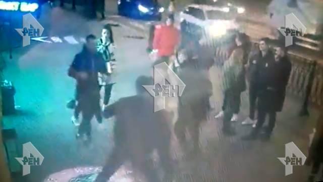 Камеры сняли, как студенты проломили парню череп в драке в Петербурге