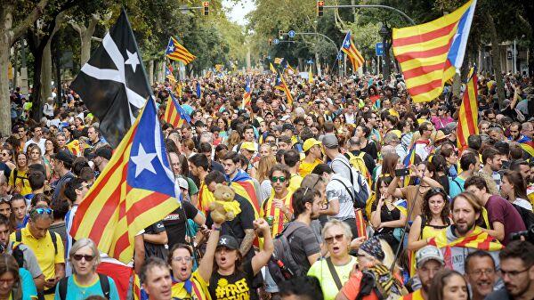 В центре Барселоны проходит сидячая акция протеста