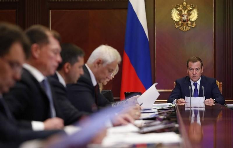 Медведев предупредил регионы о недопустимости манипулирования статистикой смертности