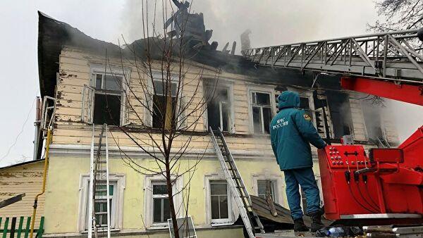 Источник назвал возможную причину пожара в доме в Ярославской области
