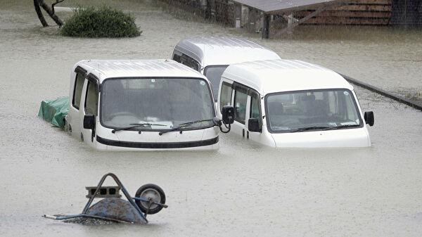 Число погибших из-за мощного тайфуна в Японии выросло до девяти, пишут СМИ