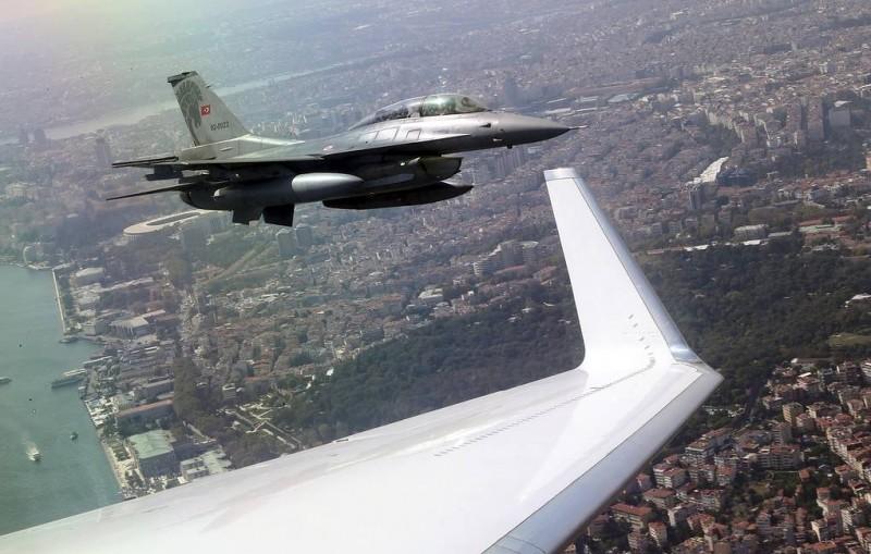 СМИ: турецкая авиация нанесла удар по штабу курдских формирований в Сирии