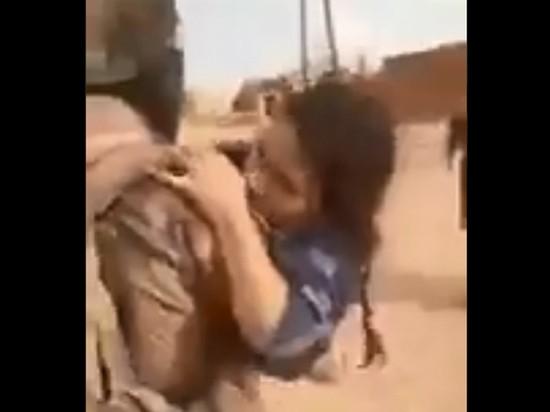 Опубликовано видео, как боевики турецкой армии издеваются над курдскими ополченками