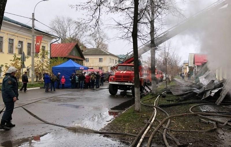 Число погибших при пожаре под Ярославлем увеличилось до семи