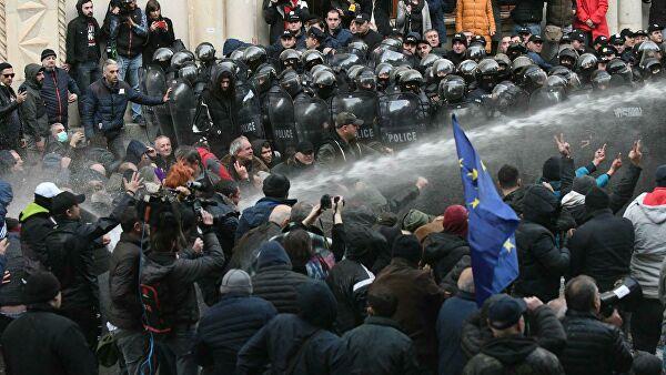В Грузии оппозиция обещает продолжить пикетировать парламент