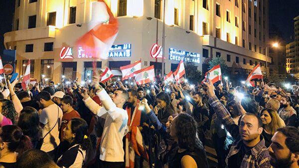 В Бейруте тысячи ливанцев вышли на антиправительственную демонстрацию